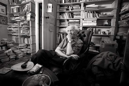 Ζίγκμουντ Μπάουμαν: η μόνη λύση είναι ένας αντικαταναλωτικός τρόπος ζωής.