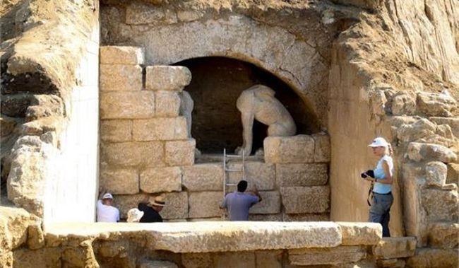 Αμφίπολη: Τα κρυμμένα μυστικά και τα ολέθρια λάθη της ανασκαφής