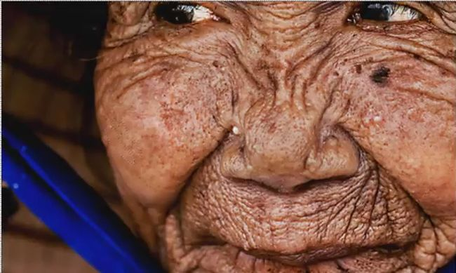 """Η """"μαγεία"""" του photoshop σε ένα βίντεο 6 λεπτών – Γυναίκα 100 χρόνων γίνεται ξανά 20!"""