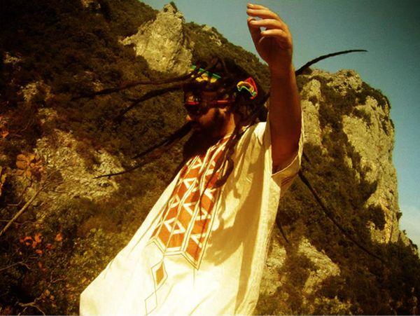 Dispero ένας Έλληνας τραγουδιστής, στιχουργός, μουσικός παραγωγός και παραγωγός ταινιών