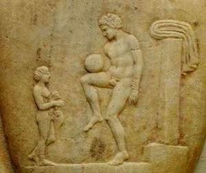 Μπάλα είναι και γυρίζει…μέσα στους αιώνες
