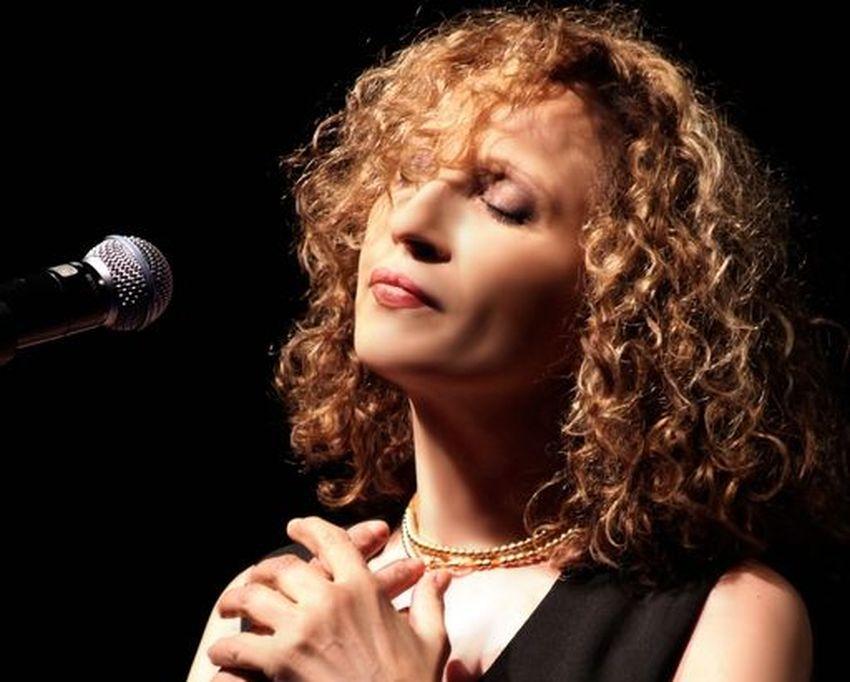 Γλυκερία: «Βαθιά η ανάγκη του καλλιτέχνη, πέρα από τα live, να καταγράφει παλιά ή καινούργια τραγούδια που αγαπά στη δισκογραφία»