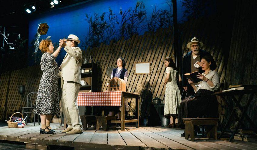 Χορεύοντας στη Λούνασα στο μικρό θέατρο της μονής Λαζαριστών *2η κριτική