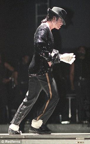 Michael Jackson Moonwalk 2