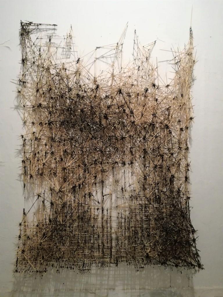 Πάνος Φαμέλης, Endless pussy- The gate, 200x150 εκ., ξυλακια και θερμοσιλικόνη