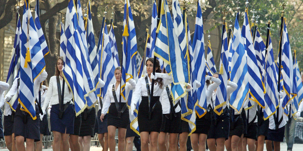 Eλληνισμός με συνείδηση Σιγκαπούρης – η τιμή της σημαιοφορίας
