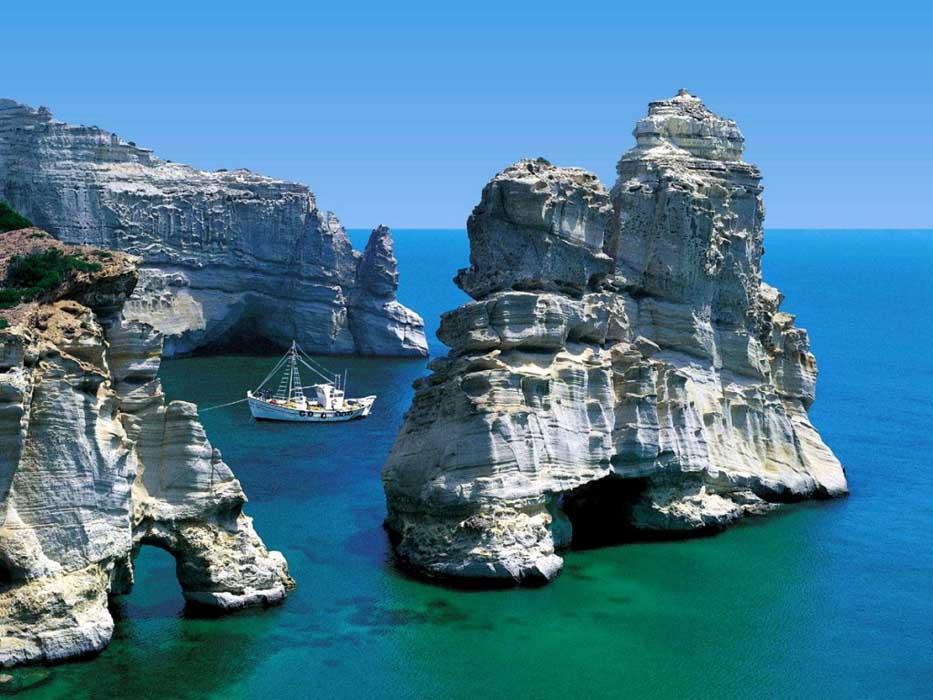 Ελληνικό καλοκαίρι: Ποια Μύκονος και ποια Ικαρία; Αντίπαρος!
