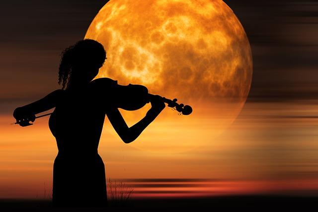 Σελήνη ή Μήνη ή Σέλας, η θεά της νύχτας, το ερωτικό φεγγάρι – η πολυμορφία της Σελήνης