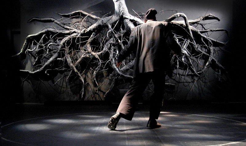 «Ο Ξεπεσμένος Δερβίσης υπό την βασιλικήν δρυν» κριτική παράστασης | θέατρο