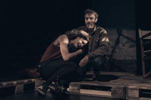 Ο  «Ήχος του όπλου» κριτική παράστασης | Θέατρο