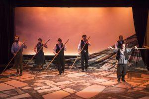 Το Χώμα Βάφτηκε Κόκκινο, Θεσσαλικό Θέατρο - κριτική παράστασης