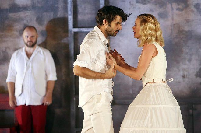 Ο «Δον Ζουάν» σε σκηνοθεσία Θέμη Μουμουλίδη στο αρχαίο θέατρο Φιλίππων | κριτική παράστασης