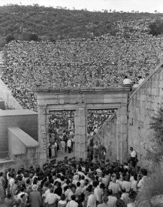 Όταν οι Έλληνες αγαπούσαν το αρχαίο θέατρο!