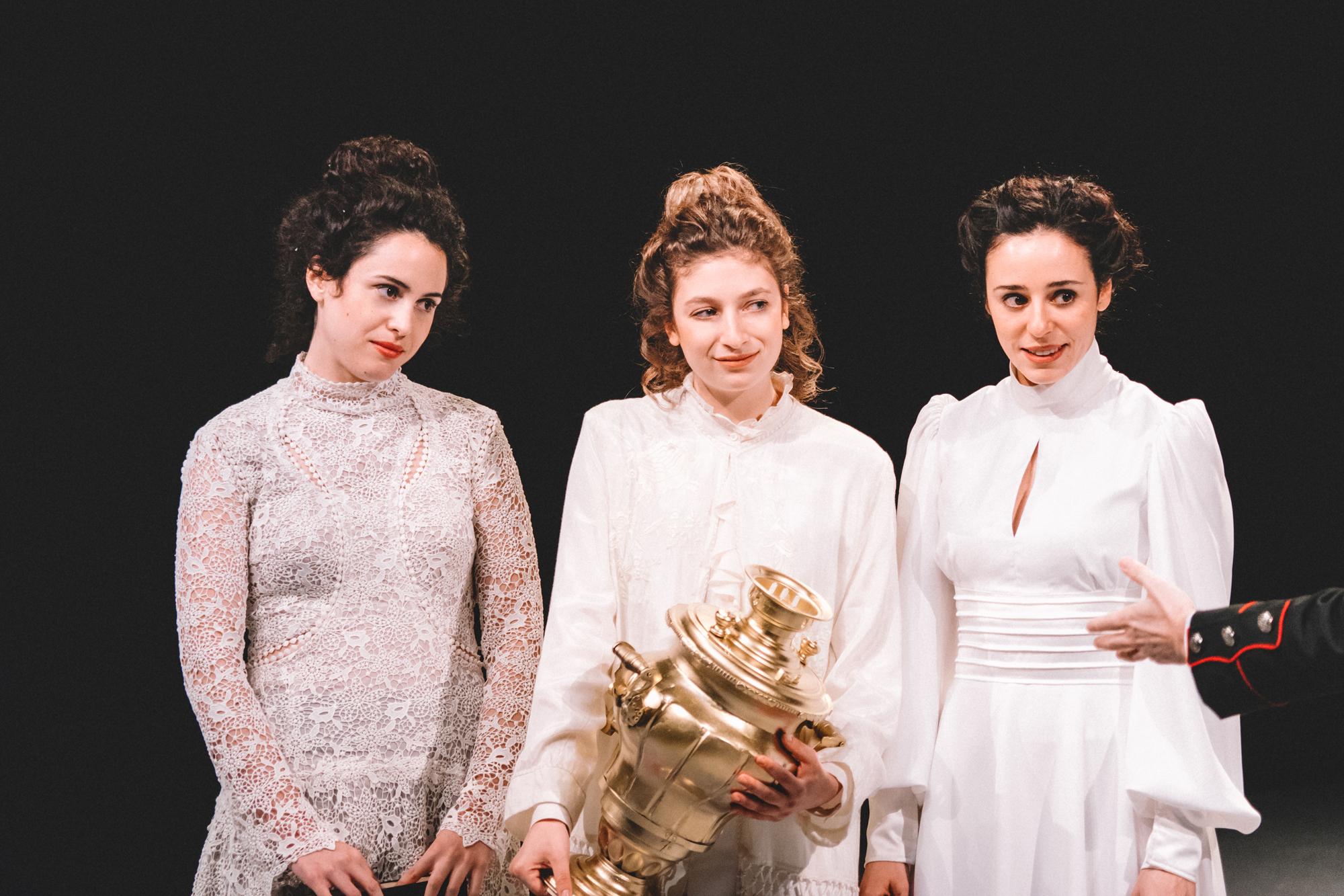 Οι τρεις αδελφές από το Κ.Θ.Β.Ε., κριτική παράστασης