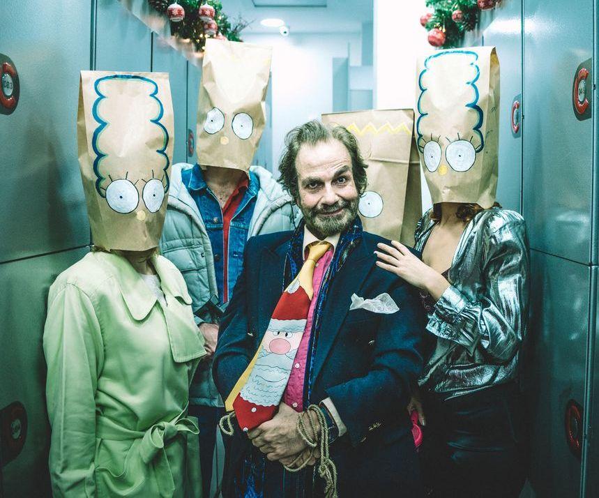 «Ο τραπεζίτης κερδίζει πάντα δύο φορές» των Ιγνάθιο δελ Μοράλ και Ερνέστο Καμπαγιέρο, κριτική παράστασης